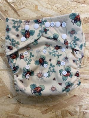 Little Lamb OSFA lommeble - ladybug lullaby